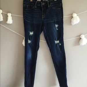 Dark ripped jeans! Dark wash with stretchy jean!